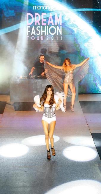 Monange Dream Fashion Tour trazia modelos em roupas íntimas - Foto: Mila Cordeiro | Ag. A TARDE