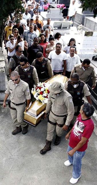 Ivanildo foi enterrado na manhã desta sexta-feira, em Feira de Santana - Foto: Luiz Tito | Ag. A TARDE