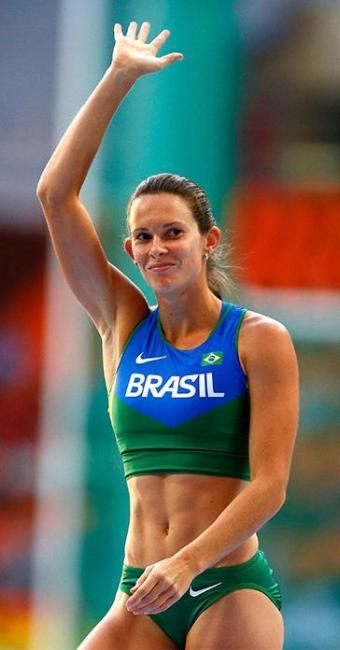 Brasileira Fabiana Murer durante salto com vara no Mundial de Moscou - Foto: Reuters l Denis Balibouse
