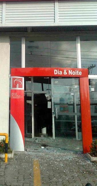 A agência que teve os caixas explodidos fica na Barros Reis - Foto: Edilson Lima   Ag. A TARDE