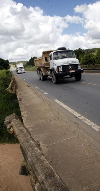 Rodovia tem problemas em vários trechos no Estado - Foto: Mário Bittencourt | Ag. A TARDE