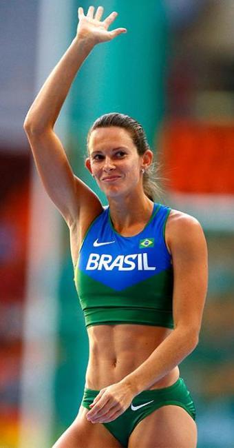 Brasileira alcança 4,72m e fica atrás apenas da alemã Spiegelburg, que chegou aos 4,79m - Foto: Reuters l Denis Balibouse