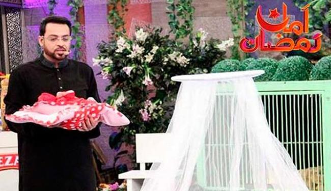 Apresentador Aamir Liaquat Hussain, do canal Geo TV, durante a transmissão ao vivo de seu programa - Foto: Reprodução