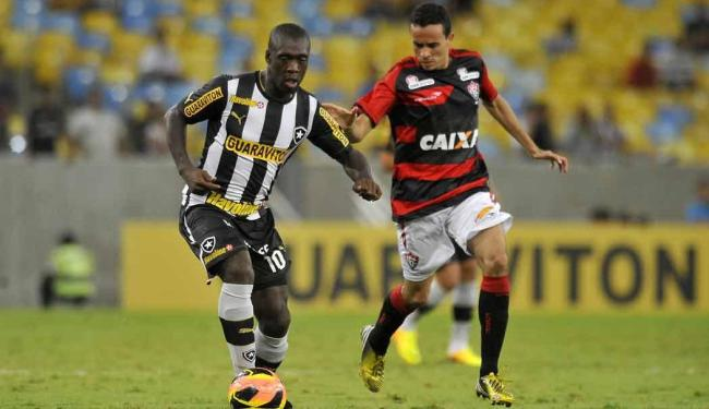 Com duas assistências de Seedorf, Botafogo bate o Vitória em noite ruim do time baiano - Foto: Dhavid Normando   Futura Press