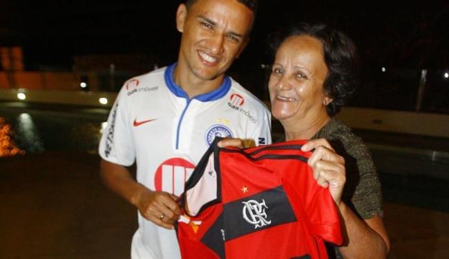Lateral do Bahia ganhou nome em homenagem ao goleiro Raul Plassmann, por escolha da mãe flamenguista - Foto: Adilton Venegeroles / Ag. A TARDE