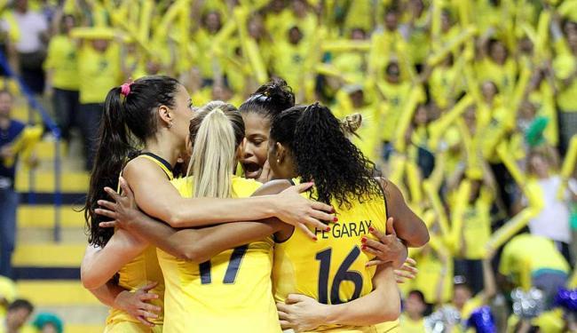 Torcida vibra junto com as atletas - Foto: Alexandre Arruda | CBV
