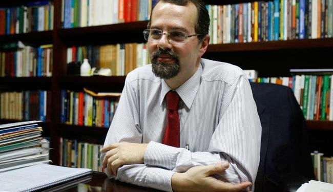 Paulo Modesto tentar explicar os problemas no sistema de planejamento urbano de Salvador - Foto: Adilton Venegeroles | Ag. A TARDE