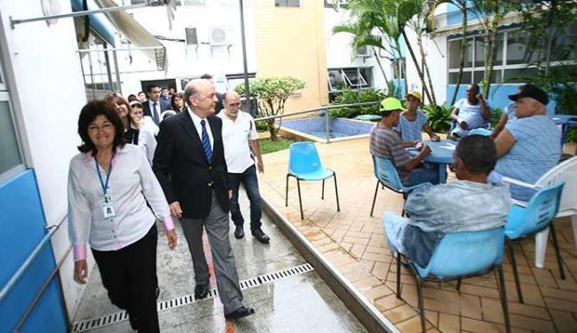 José Serra percorreu as instalações das Osid na tarde desta terça-feira - Foto: Fernando Amorim   Ag. A TARDE