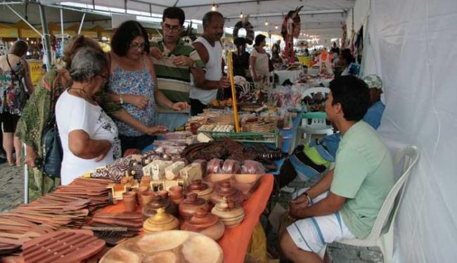 Público tem acesso a utensílios em cerâmica na Feira de Artesanato - Foto: Camila Jasmin / Divulgação