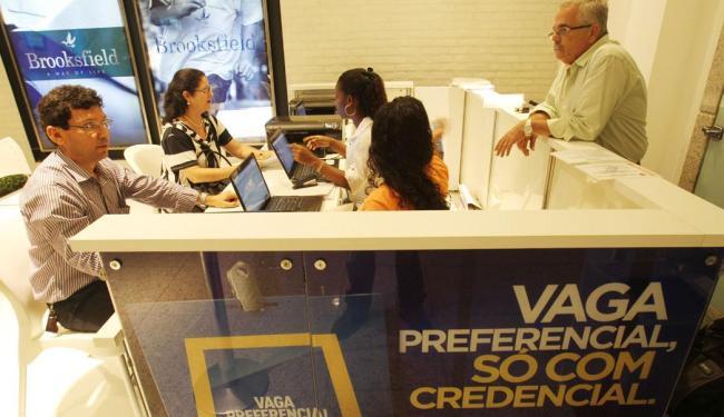 Posto para solicitação de vaga preferencial, credencial da Transalvador para estacionamento - Foto: Lúcio Távora | Ag. A TARDE