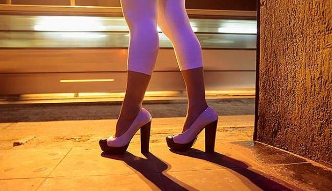 Profissional do sexo é ainda vista como uma mercadoria - Foto: Raul Spinassé | Ag. A TARDE