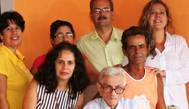 Seu Duzinho com parte dos 19 filhos vivos: festança neste domingo em Amargosa - Foto: Cristina Santos Pita | Ag. A TARDE