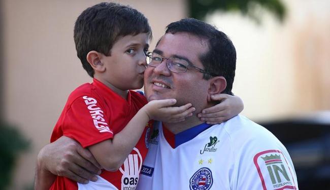 Luís Alberto com o filho Felipe. Dia dos pais será celebrado na Fonte Nova - Foto: Fernando Amorim   Ag. A TARDE