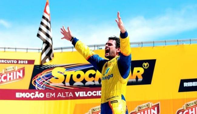 Camilo largou da quinta colocação e se destacou na saída ao passar Cacá Bueno - Foto: Duda Bairros | Stock Car