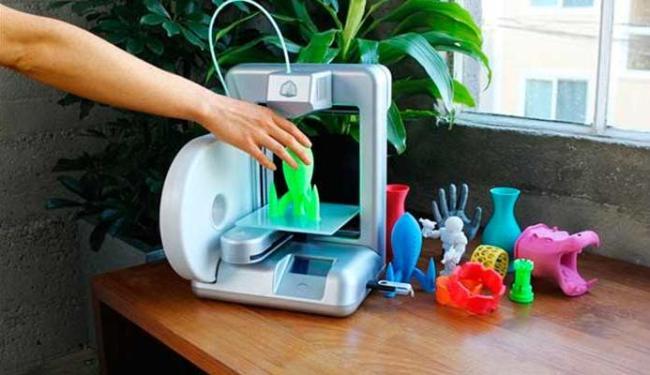 Impressora já vem com objetos pré-programados como bonecos, anéis e pulseiras - Foto: Divulgação