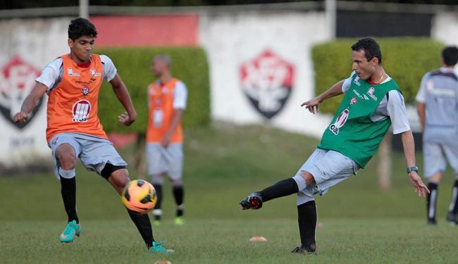 Sem Nino, Dimas (à esq.) é relacionado para duelo com a Macaca - Foto: Eduardo Martins | Ag. A TARDE