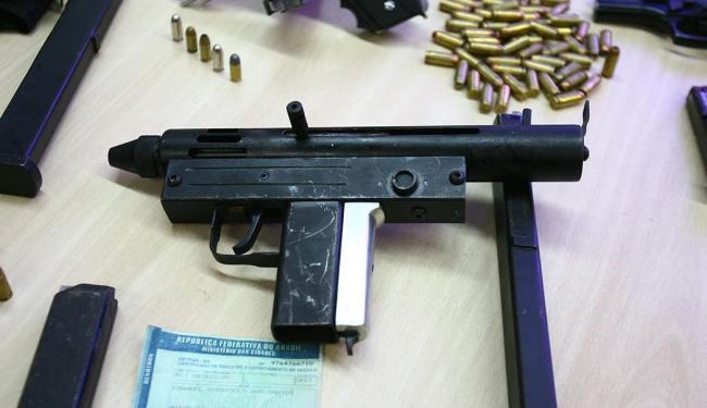 Bandidos usavam armas de alto poder de fogo, mas feitas em casa - Foto: Fernando Amorim | Ag. A TARDE