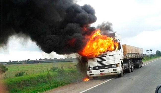 Não há informações sobre o que teria provocado o início das chamas - Foto: Vivaldo Neto   Site Voz da Bahia