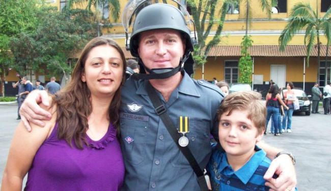 Luiz Marcelo Pesseghini (centro) ao lado da mulher e do filho de 13 anos - Foto: Reprodução | Facebook