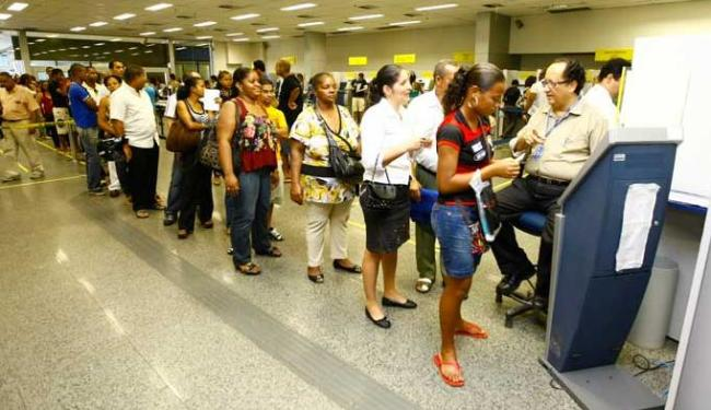 Em 2º lugar, ficaram reclamações sobre a prestação irregular do serviço de conta salário - Foto: Diego Mascarenhas / AG. A TARDE