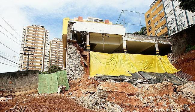 Escavação em terreno é apontada como possível causa do desabamento da garagem de prédio em Brotas - Foto: Mila Cordeiro | Ag. A TARDE