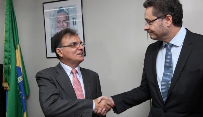 Manoel Vitório (à direita) diz que a ordem é gastar só o que arrecada e elogiou Luiz Petitinga - Foto: Adenilson Nunes | GOVBA
