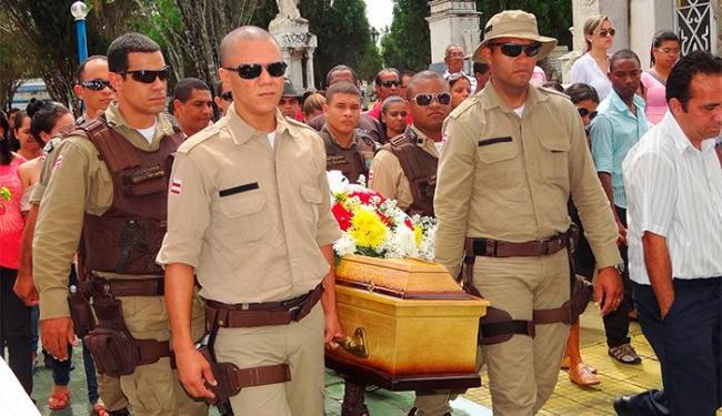 Enterro contou com a presença de parentes, amigos e familiares - Foto: Aldo Matos | Acorda Cidade.