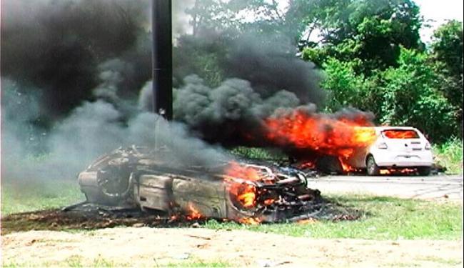 Dos quatro carros incendiados, dois eram do governo do Estado - Foto: Gilvan Martins | Blog do Pimenta