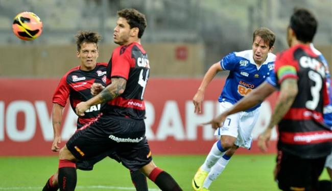 Defesa do Vitória tomou quatro dos cinco gols do Cruzeiro no segundo tempo; Dinei descontou - Foto: Juliana Flister/VIPCOMM