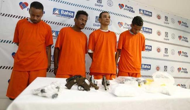 Os quatro presos foram apresentados à imprensa - Foto: Luciano da Matta | Ag. A TARDE