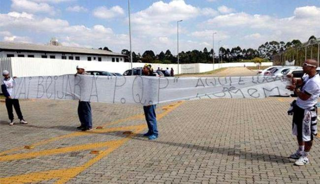 Organizada faz protesto em CT - Foto: Reprodução l Fiel Torcida Jovem Camisa 12 l Facebook