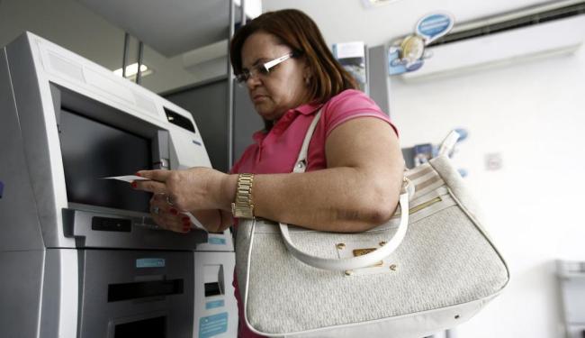 Taxas avulsas subiram mais que inflação de 2008 a 2013 - Foto: Luiz Tito | Ag. A TARDE