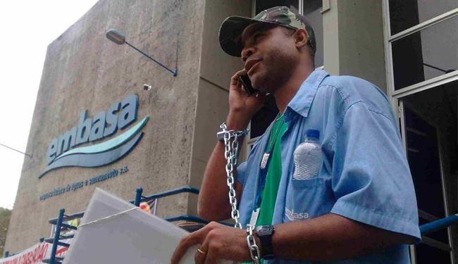 Trabalhador fez manifestação contra empresa e sindicato - Foto: Edilson Lima | Ag. A TARDE