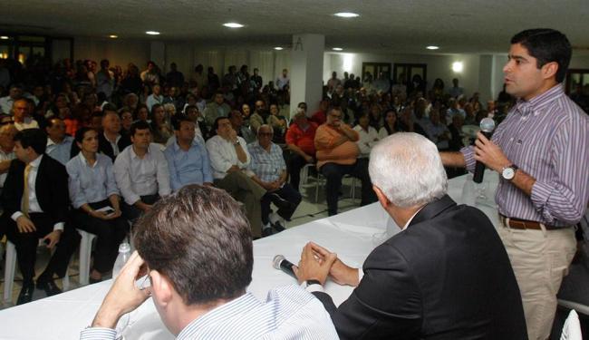 Prefeito ACM Neto anunciou as ações, ontem à noite, na Associação Atlética da Bahia - Foto: Joá Souza | Ag. A TARDE