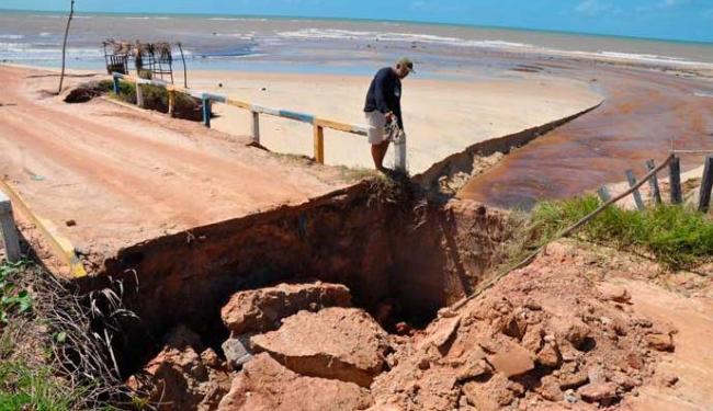 Destruição na ponte da praia da Amendoeira - Foto: CAR | Divulgação