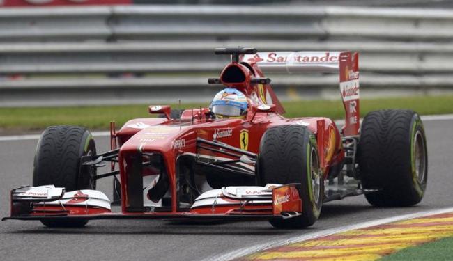 Alonso se aproveitou de momento com pista mais seca e cravou o tempo de 1min55s198 - Foto: Laurent Dubrule / Agência Reuters