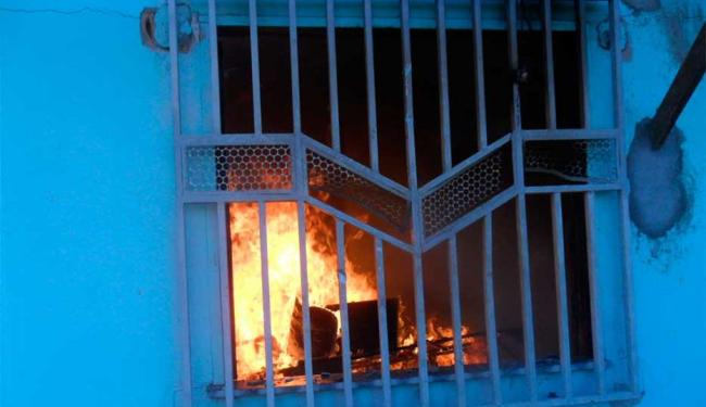 Oito casas foram incendiadas neste sábado - Foto: Cláudio da Conceição | Reprodução | Macuco News