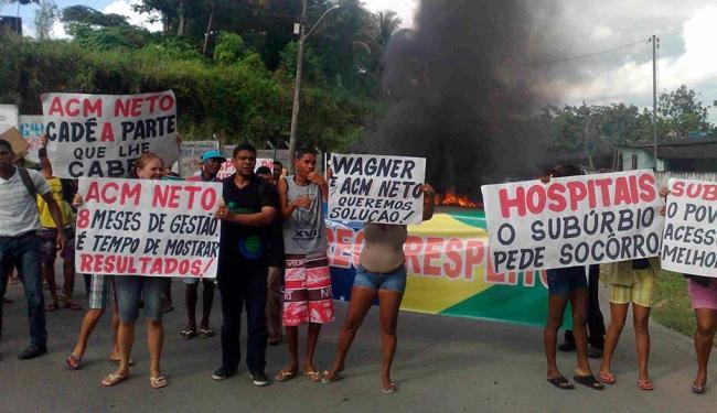 Moradores protestam por um melhor acesso ao Hospital do Subúrbio - Foto: Edilson Lima   Ag. A TARDE