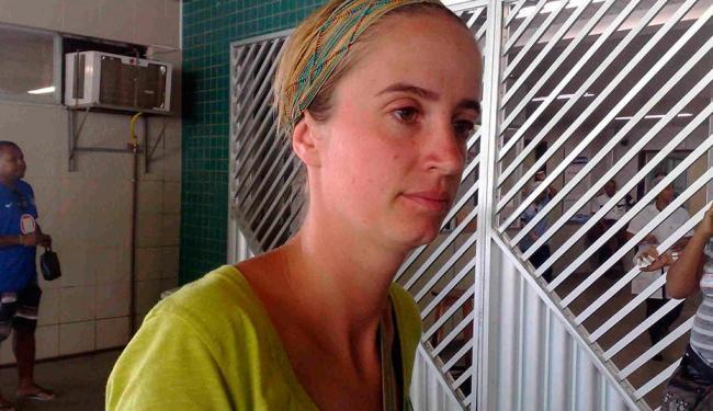 Camilee Burghg, amiga do francês, disse que está enfrentando dificuldades para ajudar o amigo - Foto: Edilson Lima | Ag. A TARDE