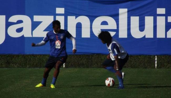 O meia Talisca e o atacante Barbio podem ganhar uma chance no time titular contra a Lusa - Foto: Site do Bahia | Divulgação