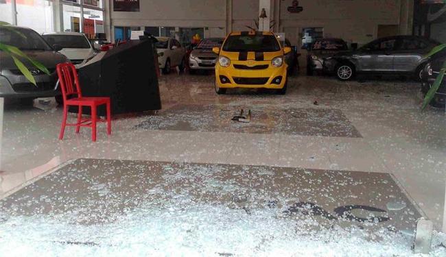 Sete carros foram atingidos no acidente - Foto: Edilson Lima   Ag. A TARDE