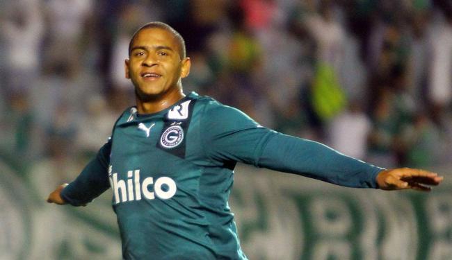 Walter festeja gol na partida entre Goiás e Náutico - Foto: Randes Nunes   Fotoarena   Folhapress)