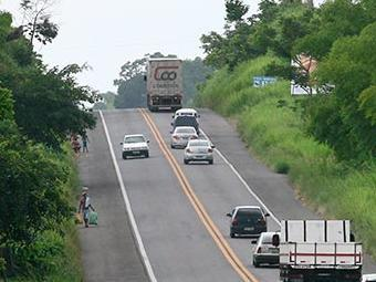 Trecho da 101 em Itabuna: governo prevê investimentos de R$ 4,61 bi na rodovia - Foto: Joá Souza | Ag. A TARDE