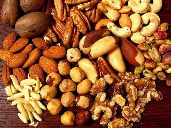Oleoginosas, como castanhas, amêndoas e nozes, ricos em vitamina E e colágeno - Foto: Divulgação