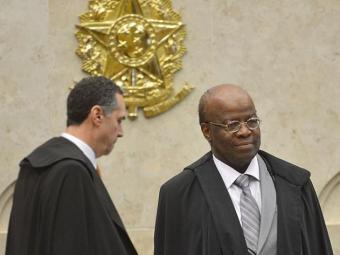 Barroso, à esquerda de Joaquim Barbosa, deferiu liminar - Foto: Agência Brasil