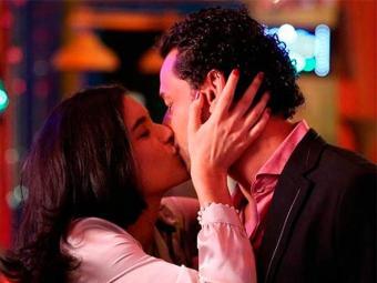 Jogador Fred é o misterioso namorado de Cristal em Flor do Caribe. - Foto: TV Globo | Divulgação