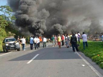 BR-324: protestos deixaram as duas vias congestionadas - Foto: Reprodução   Site Acorda Cidade