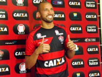 Zagueiro já se coloca à disposição do técnico Neuy Franco - Foto: Esporte Clube Vitória | Distribuição