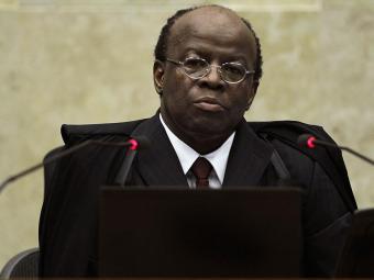 Barbosa deve pedir a antecipação do cumprimento da pena dos réus do mensalão - Foto: Agência Reuters