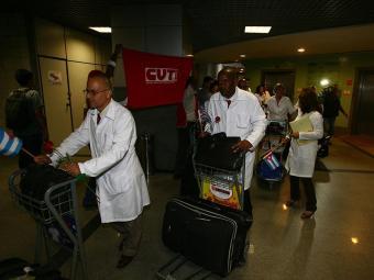 Chegada dos cubanos a Salvador para o programa Mais Médicos - Foto: Fernando Amorim   Ag. A TARDE